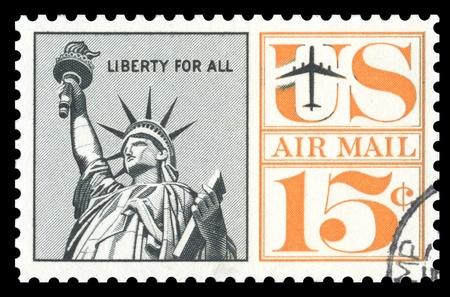 sello postal: EE.UU. �poca correo a�reo sello de correos que muestra una imagen grabada de la Estatua de la Libertad