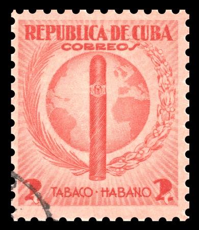 sello postal: Vintage Cuba roja sello de correos con una imagen grabada de un cigarro de tabaco en La Habana