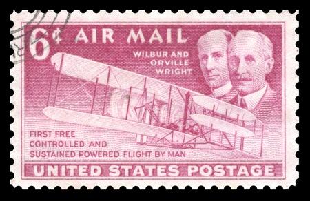 sello postal: EE.UU. cosecha por v�a a�rea, sello que muestra una imagen de la Orville y Wilbur Wright, dos hermanos que fueron pioneros de la aviaci�n de vuelo Foto de archivo