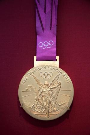 London, Vereinigtes Königreich, 10. April 2012: Olympischen Spielen 2012 die Goldmedaille auf dem Display an das British Museum Standard-Bild - 13365196