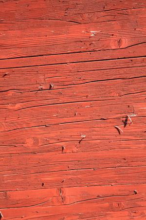 rust red: Tablones de madera viejos con un rojo marr�n �xido peeling fondo de pintura de lavado