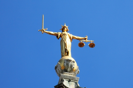 Scales of Justice of the Central Criminal Court fondly known as The Old Bailey in the city of London, England, UK 版權商用圖片