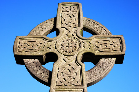 croce celtica: Croce celtica trovato in un vecchio cimitero Archivio Fotografico