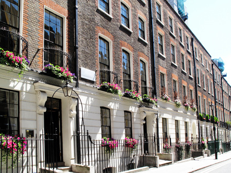 exteriores: Regency georgianas adosadas casas de la ciudad en Westminster, Londres, Inglaterra Foto de archivo