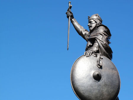 anglo saxon: King Alfred The Great s statue designed by Hamo Thornycroft and erected in 1899 stands at the eastern  end of the Broadway in Winchester, Hampshire, England with copy space