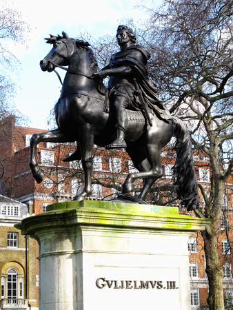 iii: William III  bronze equestrian statue St James.