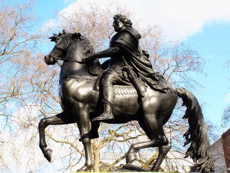 iii: William III  bronze equestrian statue St James.