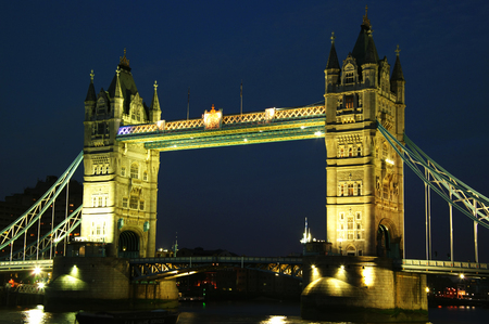 hamlets: Tower Bridge at night on the River Thames in Tower Hamlets, London , England, UK