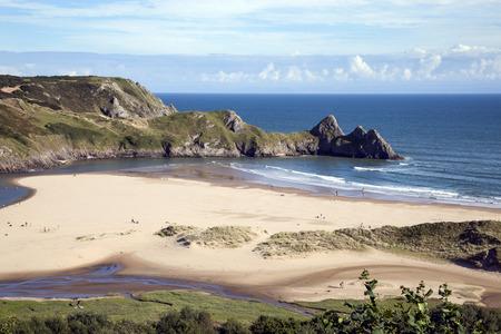 Three Cliffs Bay op het schiereiland Gower, West Glamorgan, Wales, Verenigd Koninkrijk, dat is een populaire kustlijn van Wales van uitzonderlijke schoonheid