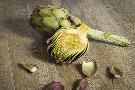 artichokes sliced ??on wooden background