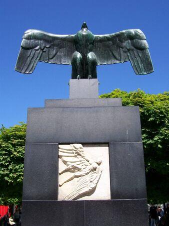 antigua estatua en el centro de la ciudad zona de Estocolmo Foto de archivo