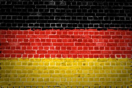 bandera de alemania: Una imagen de la bandera de Alemania, pintado en una pared de ladrillos en una ubicaci�n urbana