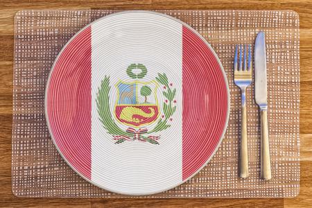 Assiette à dîner avec le drapeau du Pérou dessus pour vos concepts internationaux de nourriture et de boisson. Banque d'images - 47803361