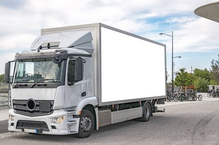 A blank bilboard on the side of a white truck, customizable for your advertising needs. Zdjęcie Seryjne