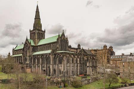 グラスゴー セント マンゴーの大聖堂は、市内の墓地墓地から見た。比較的無傷の改革を生き残るためにいくつかのスコットランドの教会の建物の 1