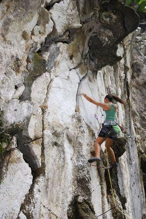 flink: Junge Frau Bouldern in Montalban, Philippinen