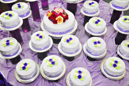 debutante: Individual cakes for debutante with flower decorations on top