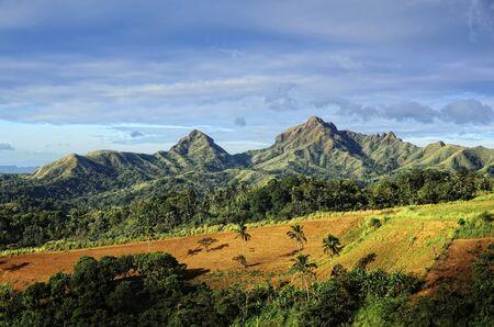 far east: Montaña recién cultivado granja en el Lejano Oriente