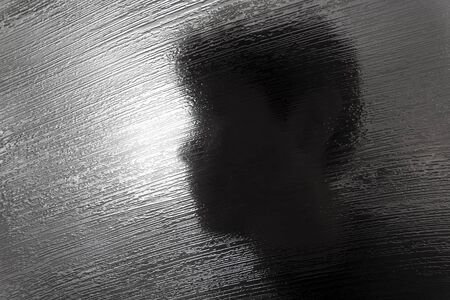 Texture de verre abstraite du séparateur de pièce avec la silhouette de l'homme Banque d'images