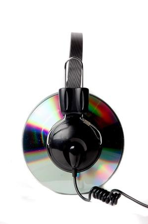 CD con auriculares abrazaderas aislada sobre fondo blanco Foto de archivo - 10352304
