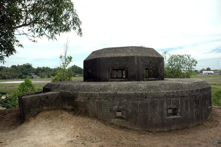bombard: Olandese esercito bunker difesa militare durante la seconda guerra mondiale nella citt� di Tarakan, Indonesia Archivio Fotografico
