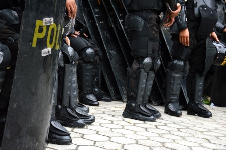 Scudi e manganelli guardia polizia antisommossa Archivio Fotografico - 22879813
