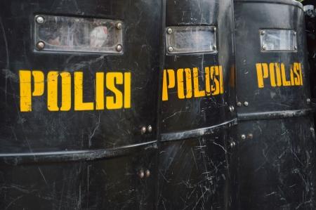 Schilde und Schlagstöcke Wache Bereitschaftspolizei Standard-Bild - 22879815