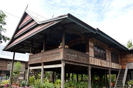 インドネシア南スラウェシの高さのあるポールとブギス家、伝統的な高床式住宅します。