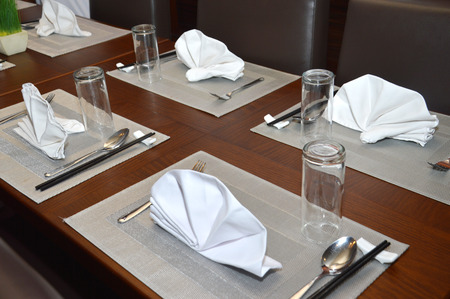 manner: table manner at a luxury restaurant