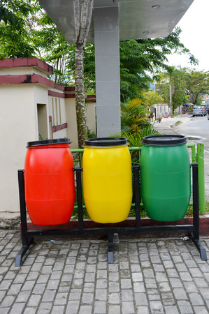 plactic: three colors plactic trash can