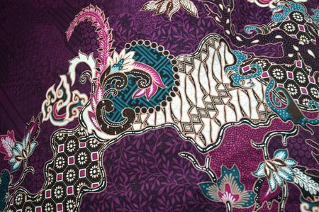 industria textil: patrones detallados de tela de batik en Indonesia