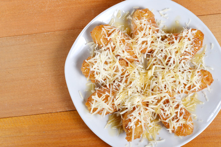 fried bananas: crispy fried bananas with grated cheese