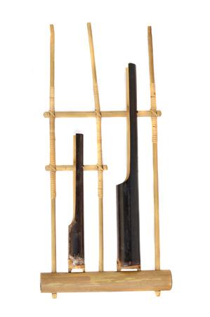 Angklung, einem traditionellen indonesischen Musikinstrument gemacht ?? aus Bambus Standard-Bild - 59980527