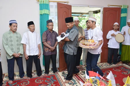 scholars: TARAKAN, INDONESIA. 26th Apr 2016. parents holding the baby as they circled the scholars and elders as much as three times