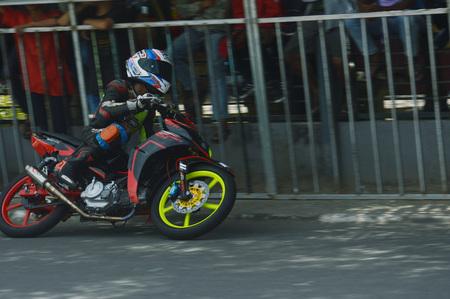 TARAKAN, INDONESIA. 20th May 2017. Motoprix national championship oin the non-permanent circuit Datu Adil Tarakan Stadium Stok Fotoğraf - 80296947
