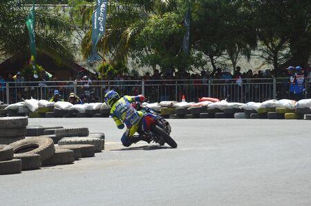 TARAKAN, INDONESIA. 20th May 2017. Motoprix national championship oin the non-permanent circuit Datu Adil Tarakan Stadium Stok Fotoğraf - 80296977