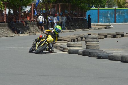 TARAKAN, INDONESIA. 20th May 2017. Motoprix national championship oin the non-permanent circuit Datu Adil Tarakan Stadium Stok Fotoğraf - 80296983