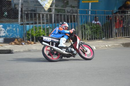 TARAKAN, INDONESIA. 20th May 2017. Motoprix national championship oin the non-permanent circuit Datu Adil Tarakan Stadium Stok Fotoğraf - 80297080
