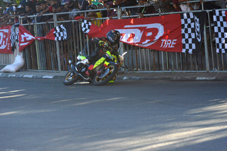 TARAKAN, INDONESIA. 21th May 2017. Motoprix national championship oin the non-permanent circuit Datu Adil Tarakan Stadium Stok Fotoğraf - 80363310