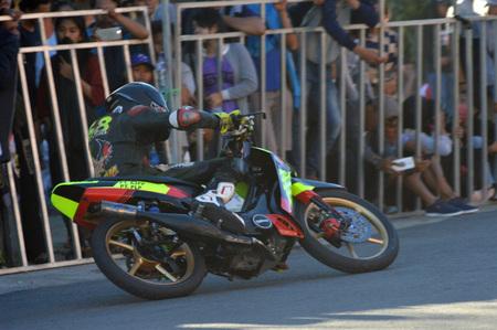 TARAKAN, INDONESIA. 21th May 2017. Motoprix national championship oin the non-permanent circuit Datu Adil Tarakan Stadium Stok Fotoğraf - 80363322
