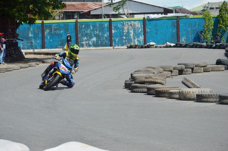 TARAKAN, INDONESIA. 21th May 2017. Motoprix national championship oin the non-permanent circuit Datu Adil Tarakan Stadium Stok Fotoğraf - 80363329
