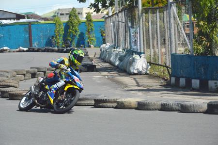 TARAKAN, INDONESIA. 21th May 2017. Motoprix national championship oin the non-permanent circuit Datu Adil Tarakan Stadium Stok Fotoğraf - 80363331