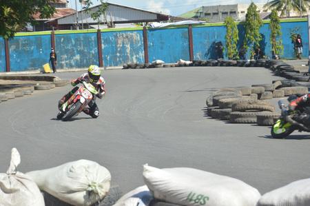 TARAKAN, INDONESIA. 21th May 2017. Motoprix national championship oin the non-permanent circuit Datu Adil Tarakan Stadium Stok Fotoğraf - 80363351