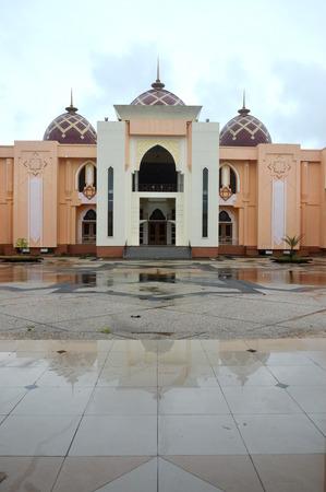 Mosque Baitul Izzah Tarakan, Indonesia Фото со стока - 124999123