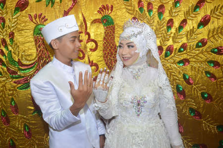 TARAKAN - INDONESIA, 6 DECEMBER 2018 : Indonesian brides in white kebaya show awin rings on their fingers
