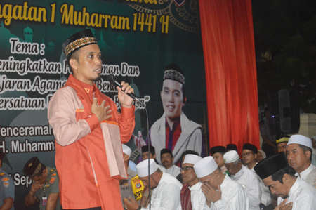 TARAKAN - INDONESIA, 7 SEPTEMBER 2019 : lecture by Ustadz Maulana at the police station in commemoration of the Islamic New Year Sajtókép