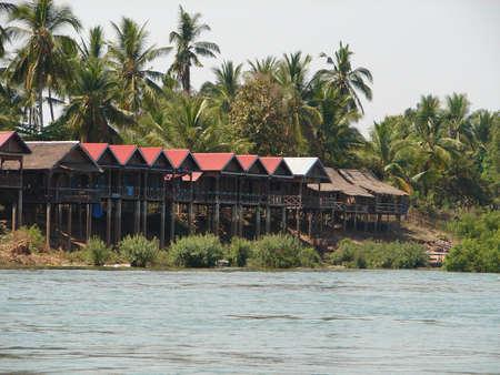 lao: Maison riverside, Lao