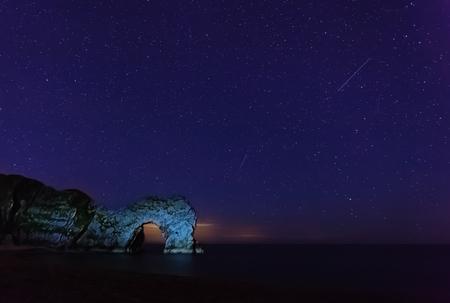durdle door: Stars and meteor above Durdle Door, Dorset