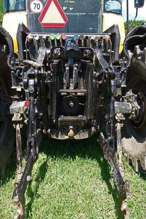 Coupling system tractor for agricultural machinery