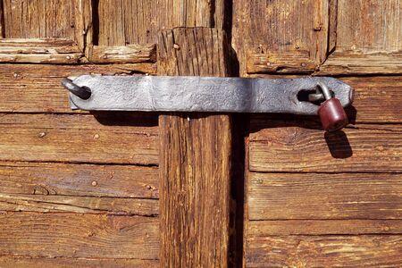 Wooden door on a small church Zdjęcie Seryjne